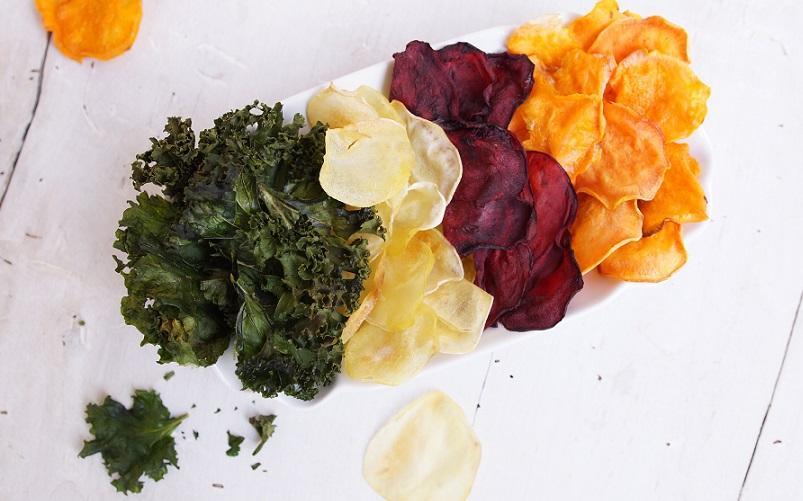 Gemüsechips aus Grünkohl, Pastinake, Roter Bete und Süsskartoffel.