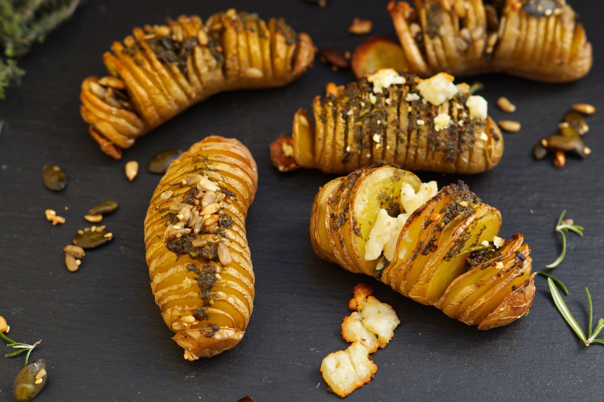 knusprige Fächerkartoffeln mit Kräuterbutter