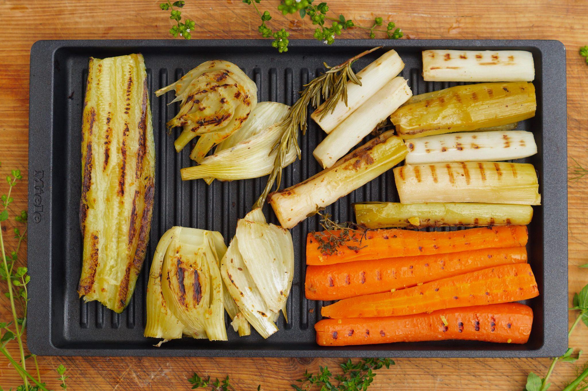 Fenchel, Lauch, Karotten und Spargel lassen sich mit Sous vide Garen und anschließend Grillen