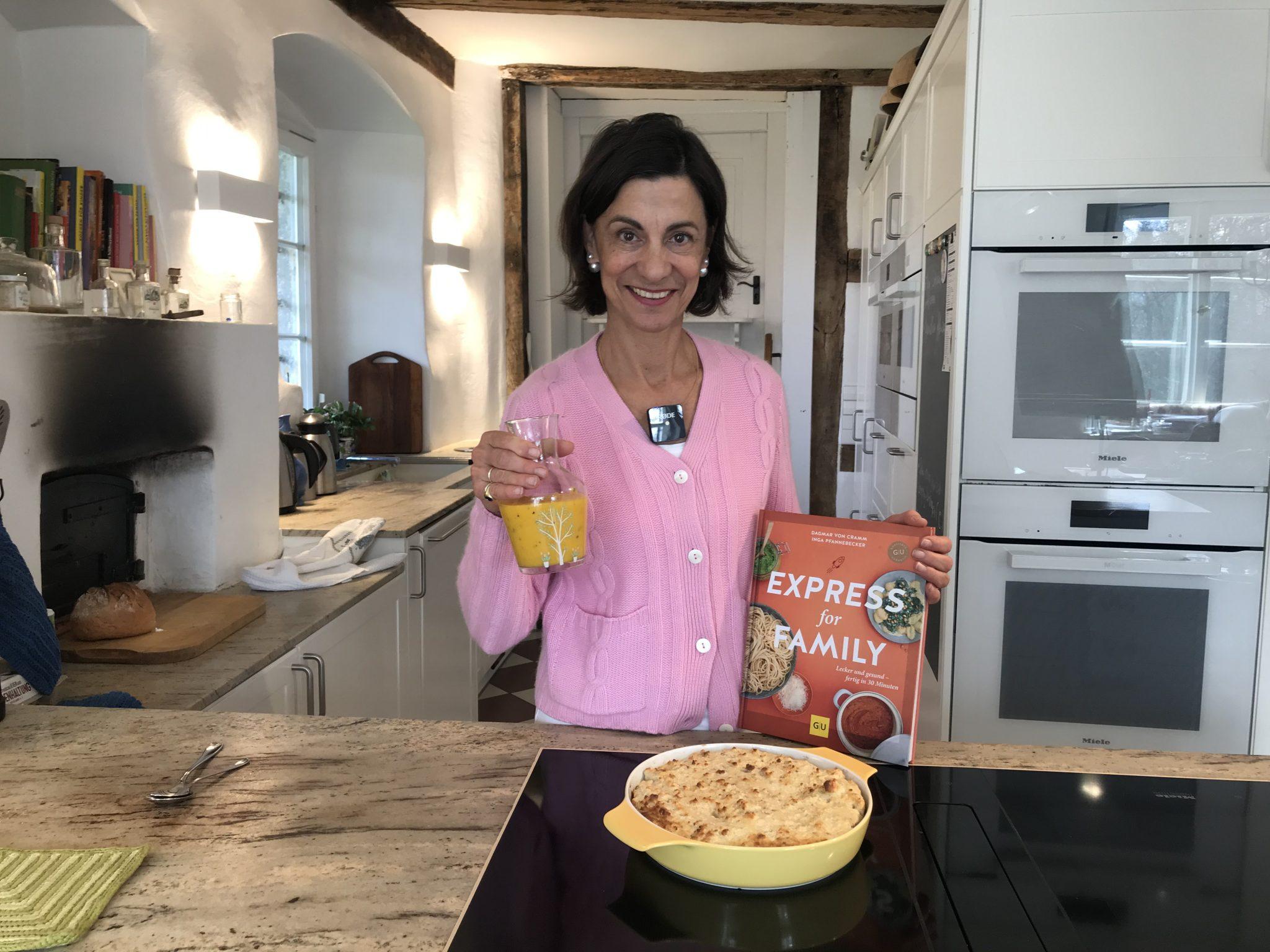Dagmar von Cramm mit ihrem Buch Express for Family
