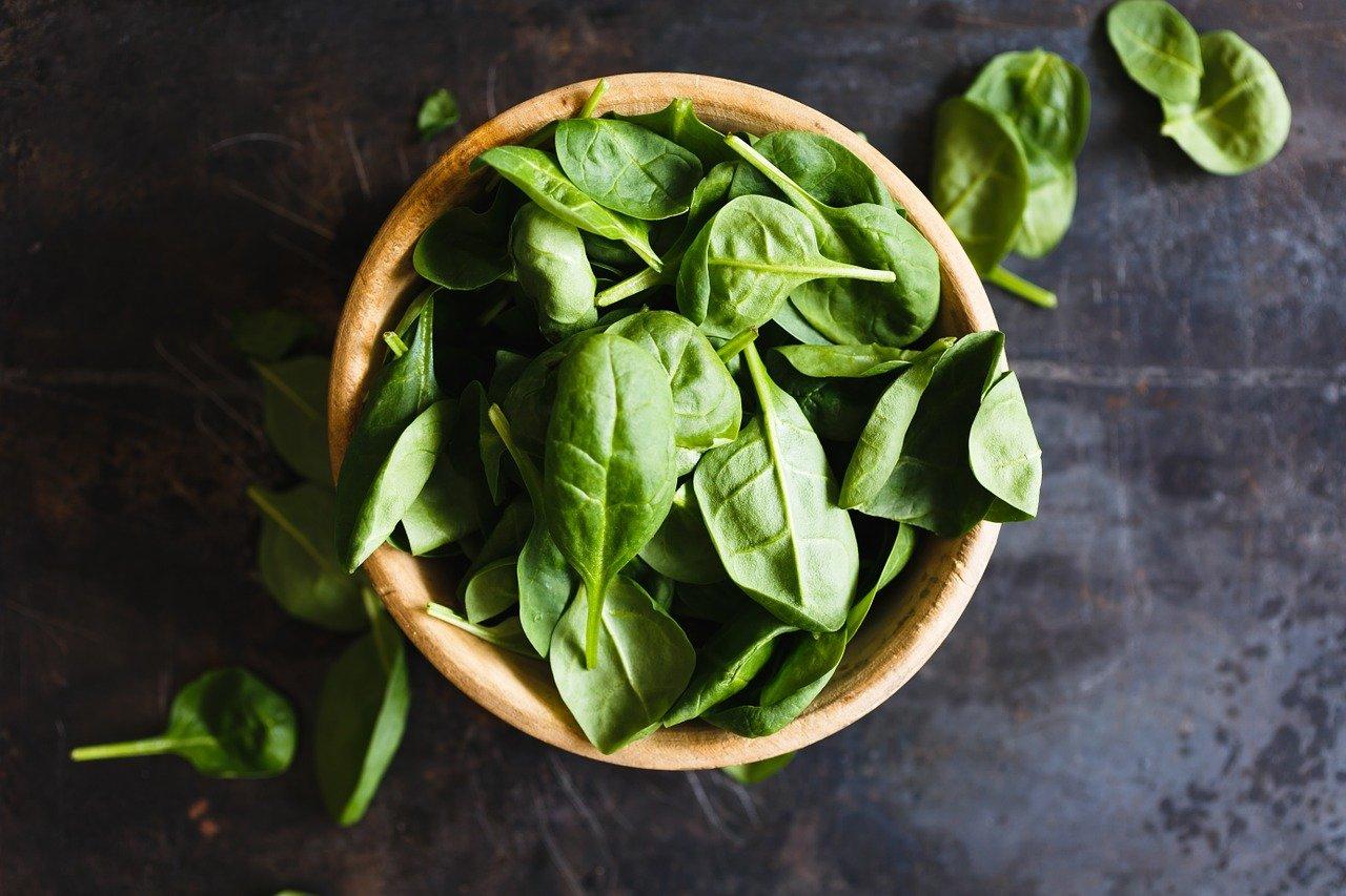 Grünes Gemüse gesund Spinat
