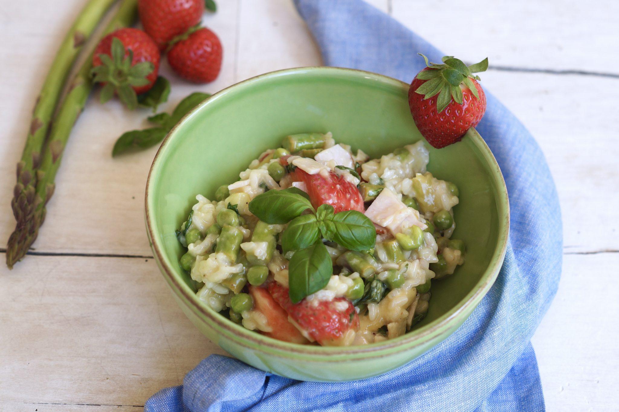 Risotto mit Spargel, Erdbeeren und Putenbrust