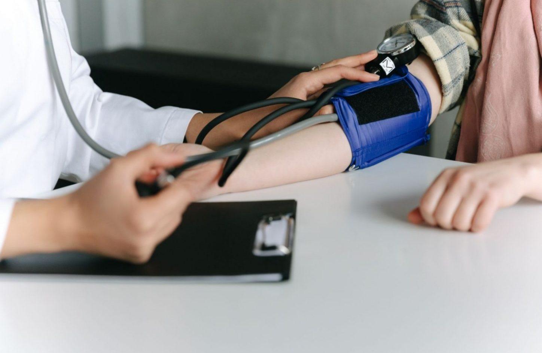 Bluthochdruck, Blutdruckmessgerät, Arzt, Patient